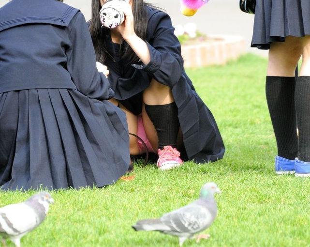 女子高生 パンチラ 黒髪 JK エロ画像【28】
