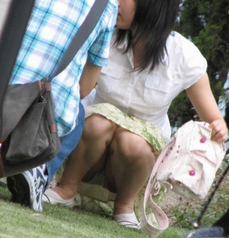 子連れ ママ パンチラ 公園 人妻 エロ画像【18】