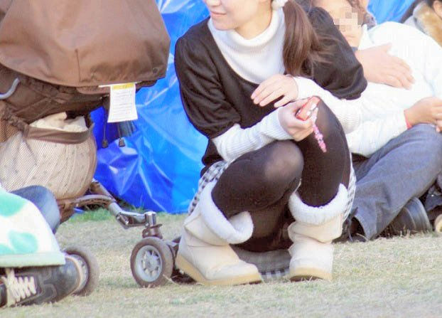 子連れ ママ パンチラ 公園 人妻 エロ画像【33】