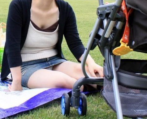 子連れ ママ パンチラ 公園 人妻 エロ画像【42】