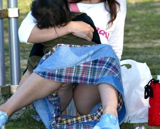 子連れ ママ パンチラ 公園 人妻 エロ画像【43】
