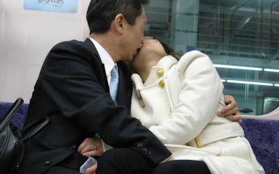 強引なキス!女の唇を無理矢理奪うエロ画像 ④