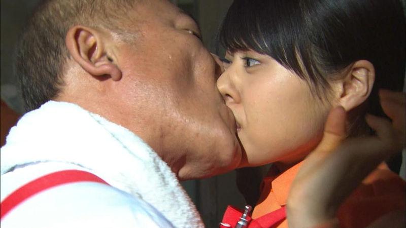 強引 キス 唇 無理矢理 奪う エロ画像【20】