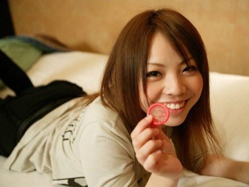 挿入前 コンドーム セックス 手持ち ゴム エロ画像【23】