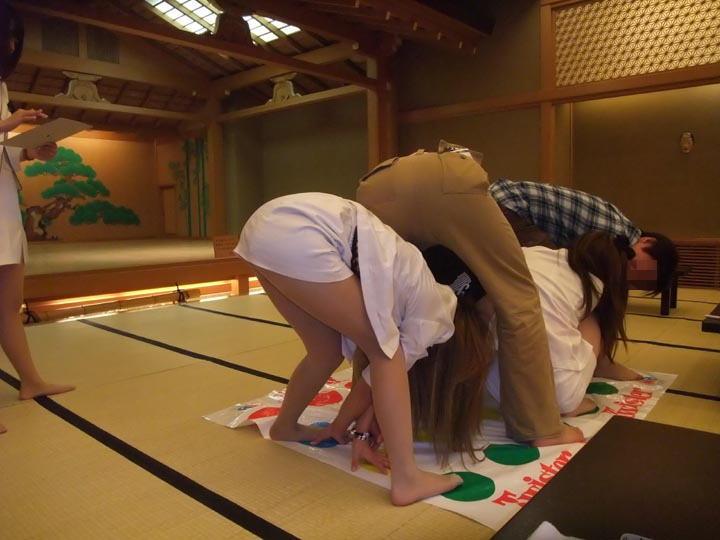 野球拳 ツイスターゲーム ピンクコンパニオン 遊び エロ画像【5】