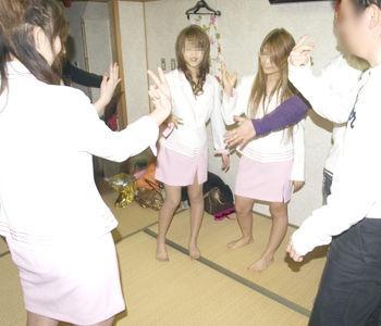 野球拳 ツイスターゲーム ピンクコンパニオン 遊び エロ画像【9】