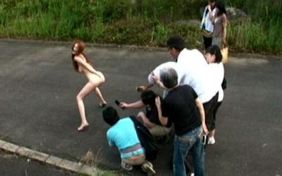 野外露出上級者の全裸徘徊露出狂画像 ④