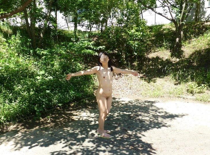 野外露出 全裸 露出狂 エロ画像【24】