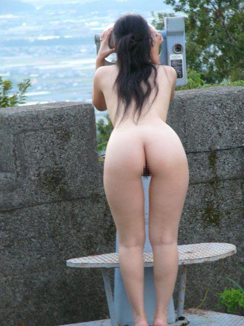 野外露出 全裸 露出狂 エロ画像【26】