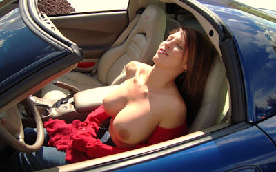 露出狂の車がオープンカー!野外露出ドライブのエロ画像 ②