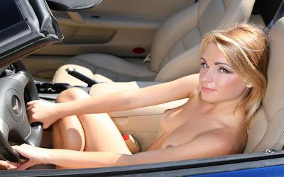 露出狂の車がオープンカー!野外露出ドライブのエロ画像 ③