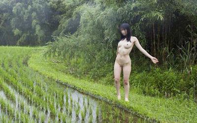 田舎の娘っ子が野外露出してるへんぴな露出狂のエロ画像 ④