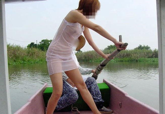 田舎の娘っ子が野外露出してるへんぴな露出狂のエロ画像 表紙