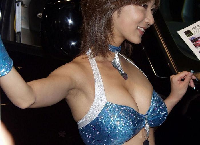 乳のアピールが凄いキャンギャル達のエロ画像