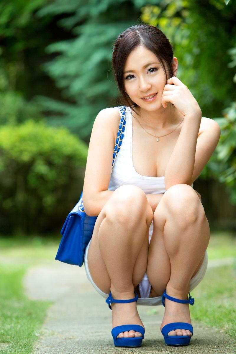 ミニスカ 美女 美脚 パンチラ エロ画像【11】