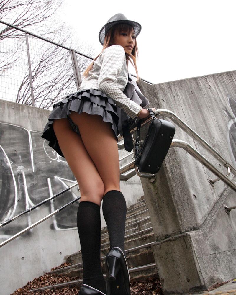 ミニスカ 美女 美脚 パンチラ エロ画像【17】