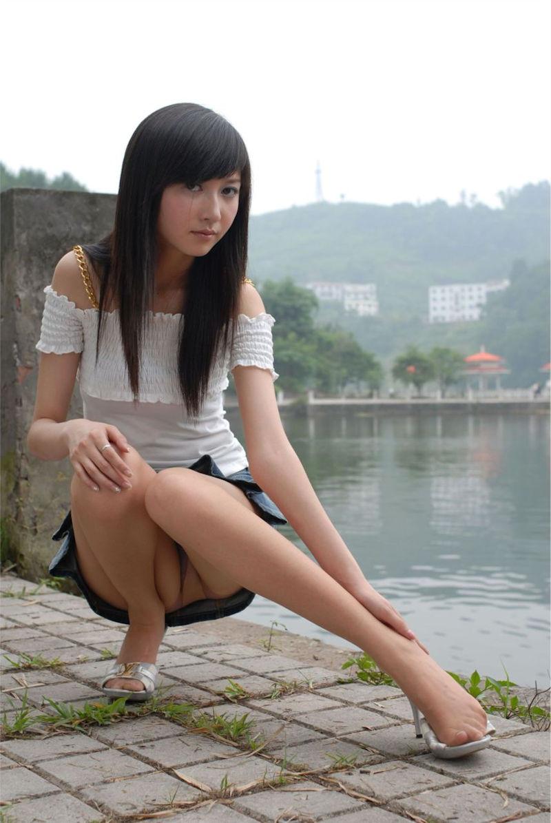 ミニスカ 美女 美脚 パンチラ エロ画像【35】