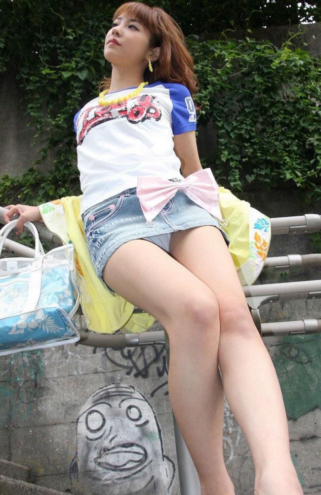 ミニスカ 美女 美脚 パンチラ エロ画像【37】