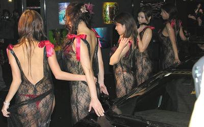衣装がすげぇ透けてるシースルーキャンギャルコンパニオンのエロ画像 ③