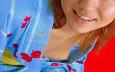 片乳首チラリ・片乳ポロリしてるノーブラ浴衣女子のエロ画像 ②
