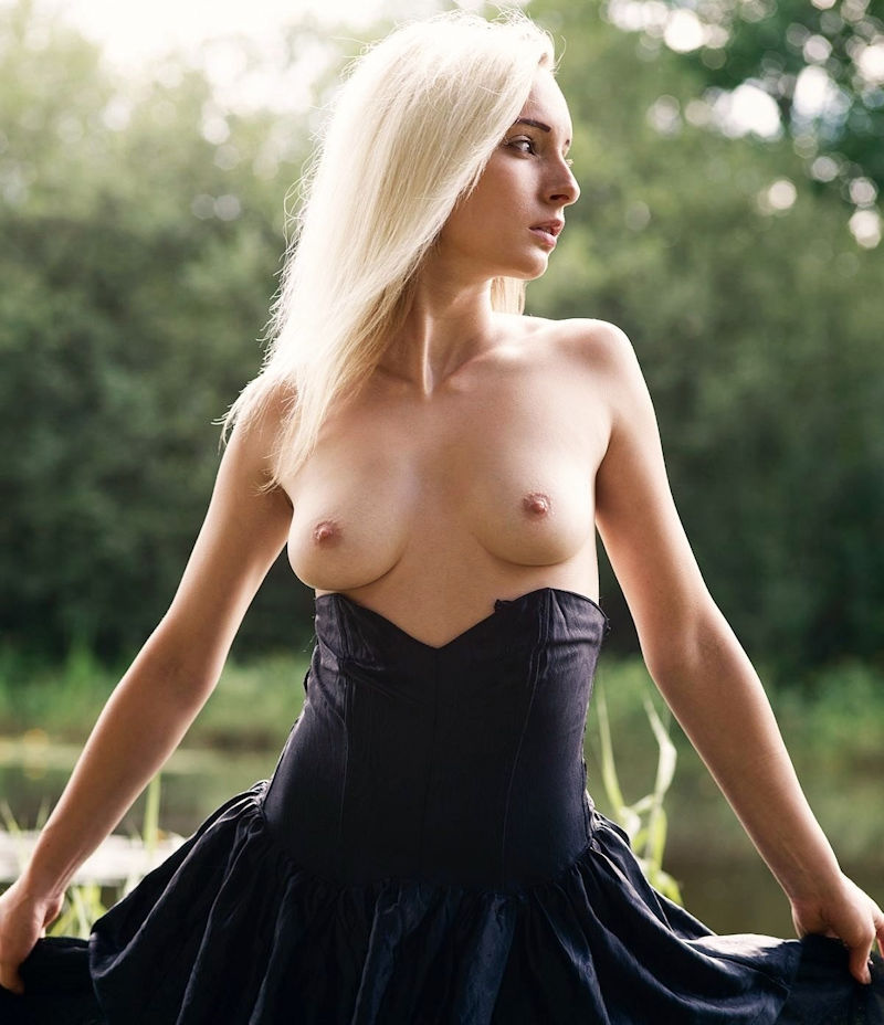 外国人 勃起乳首 エロ画像【15】