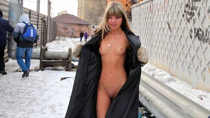 寒い 生理現象 乳首 勃起 雪 おっぱい エロ画像【42】