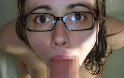 外国人がお風呂で咥えるバスタブフェラのエロ画像 ②