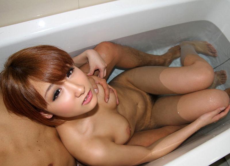 カップル ラブホ お風呂 ラッコ座り 男女 密着 エロ画像【13】