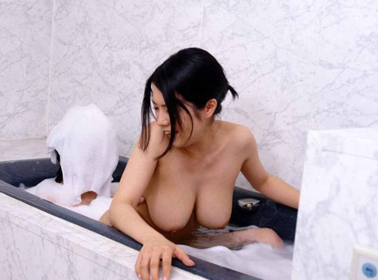 カップル ラブホ お風呂 ラッコ座り 男女 密着 エロ画像【23】