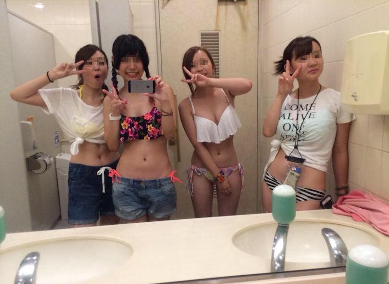 女ってトイレで自撮りするよね!っていう便所のエロ写メ画像