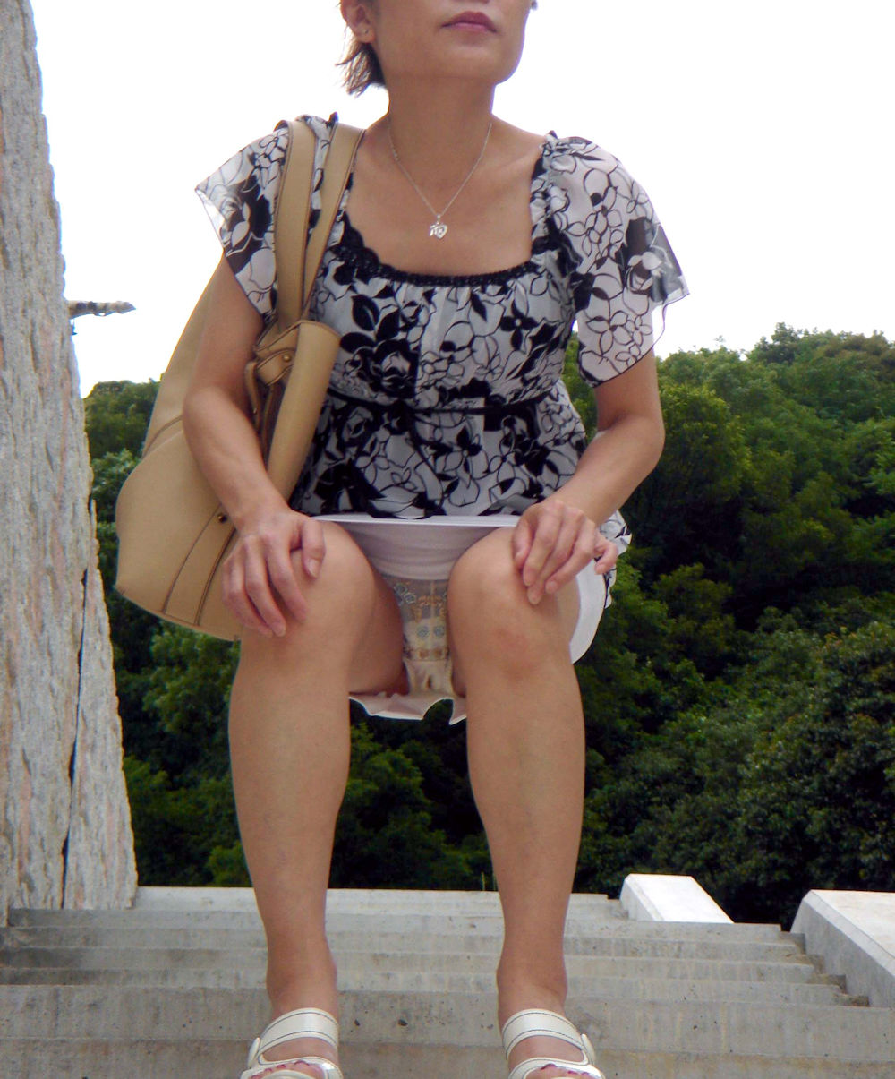 おばちゃん パンチラ ミニスカ 熟女 エロ画像【1】
