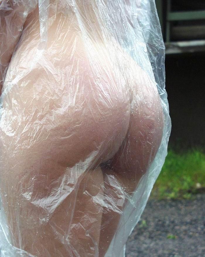 全裸 雨合羽 レインコート ヌード エロ画像【7】