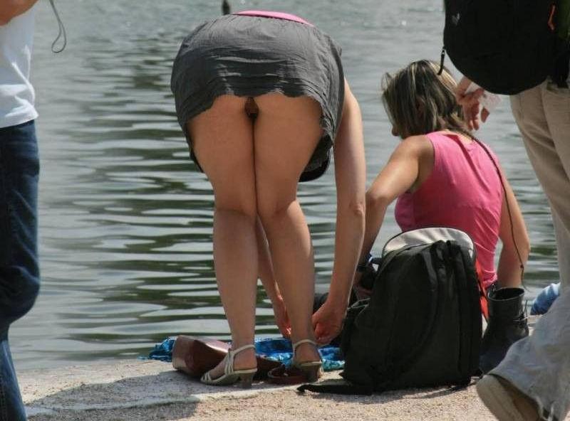 ミニスカ ノーパン 外国人 露出ファッション エロ画像