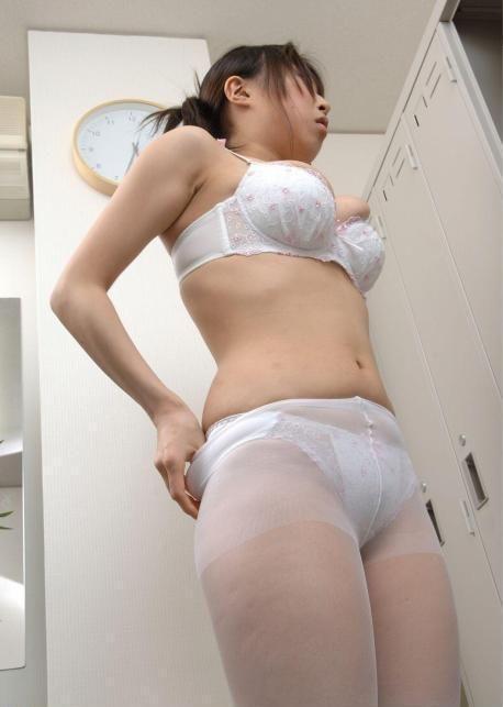 ナース 病院 更衣室 着替え 看護婦 脱衣 エロ画像【4】