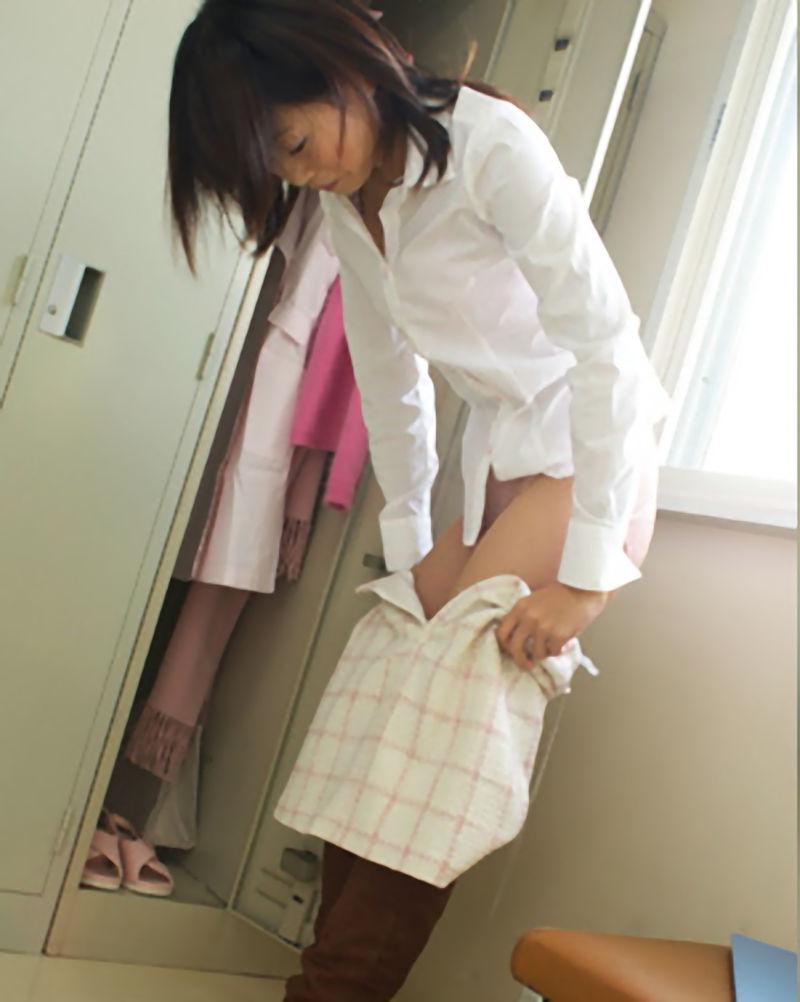 ナース 病院 更衣室 着替え 看護婦 脱衣 エロ画像【15】