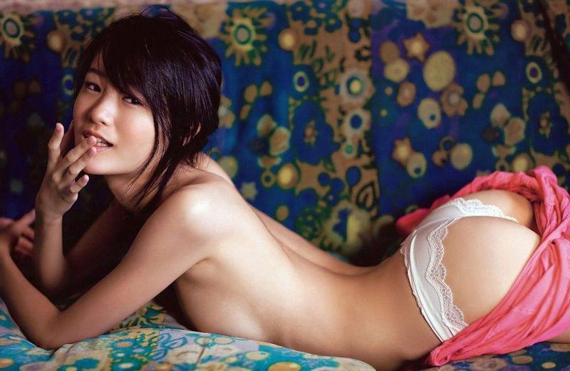おっぱい 潰れる 巨乳 うつ伏せ エロ画像【11】
