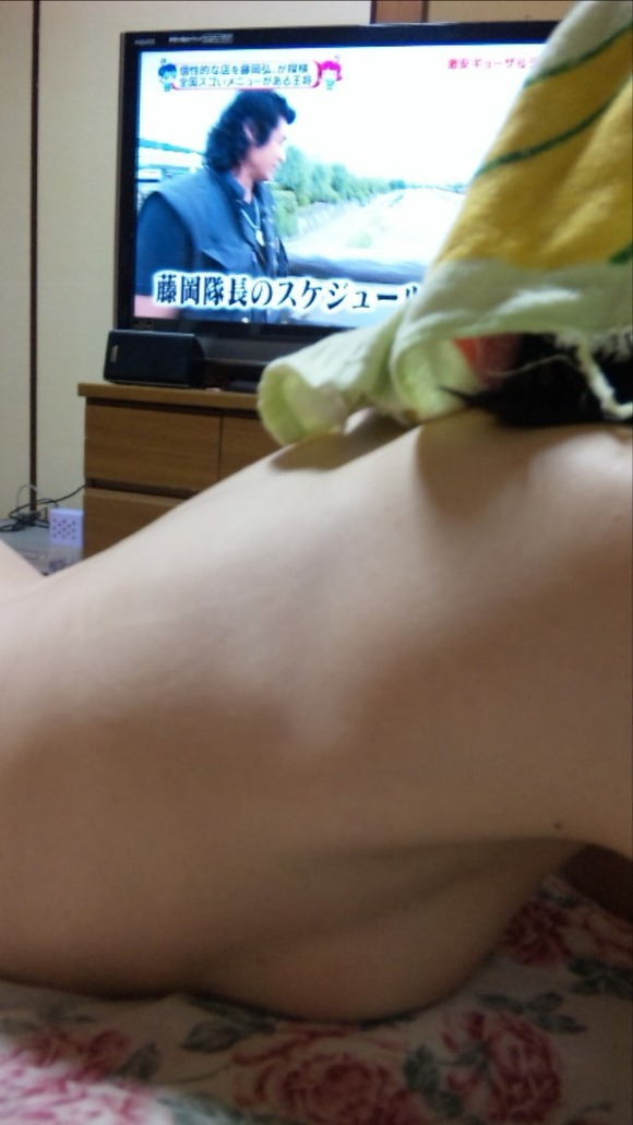 おっぱい 潰れる 巨乳 うつ伏せ エロ画像【32】
