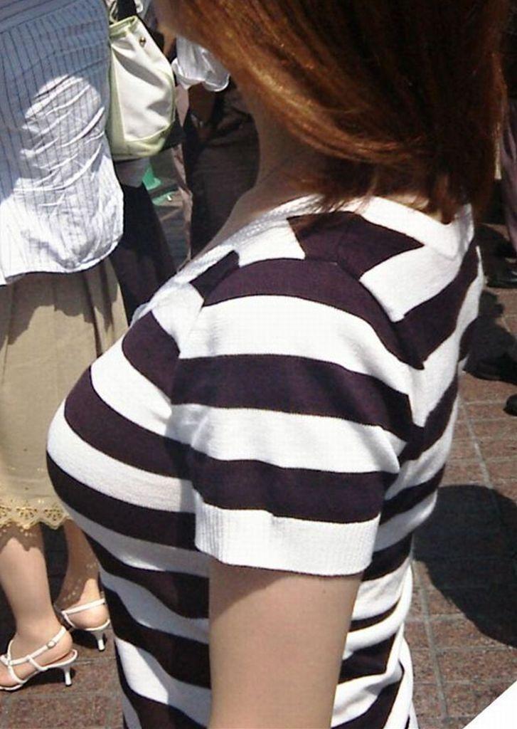 着衣巨乳 薄着 夏 街撮り エロ画像【14】