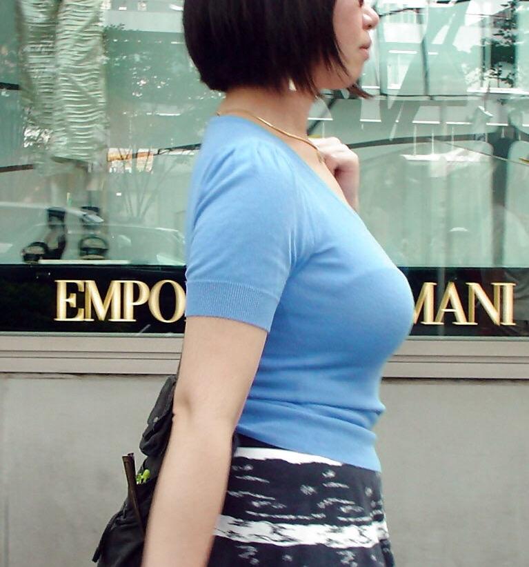 着衣巨乳 薄着 夏 街撮り エロ画像【24】