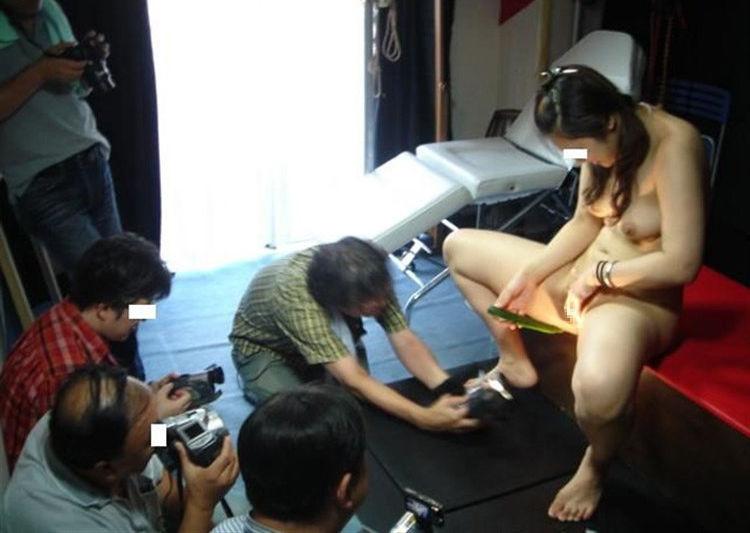 スマホ カメラ マンコ 女性器 撮影中 エロ画像【2】