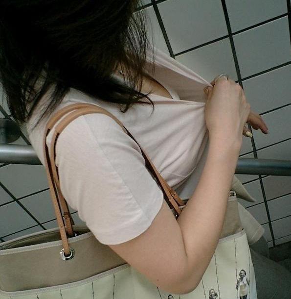 白 ブラジャー 胸チラ ブラチラ エロ画像【35】