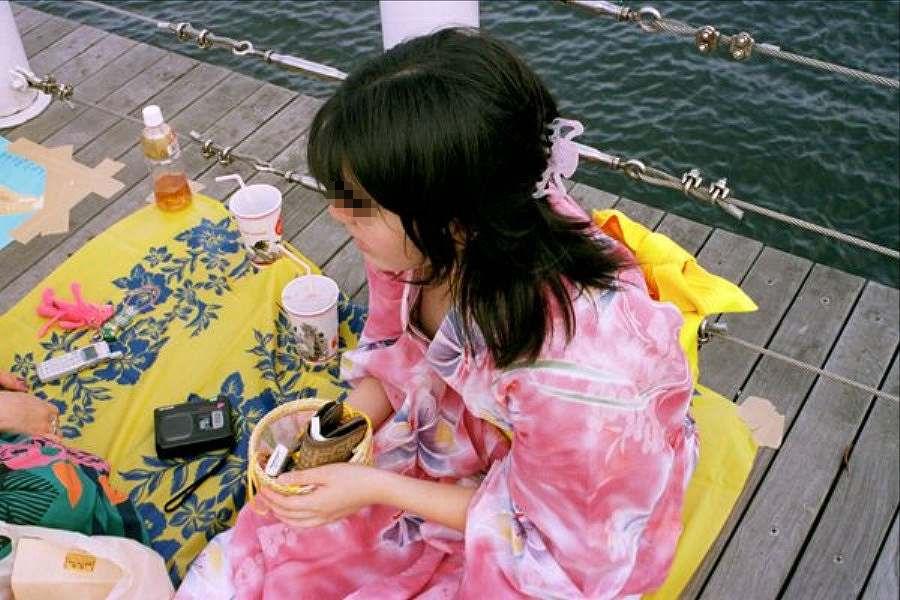 お祭り 胸チラ 日本の夏 エロ画像【23】