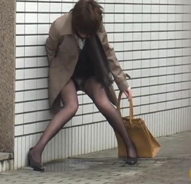 OL 立ちション 立ちお漏らし おしっこ エロ画像【10】
