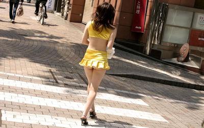 マイクロミニスカでお尻がはみ出すハミケツスカートのエロ画像 ④