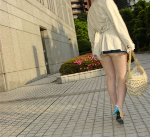 マイクロ ミニスカ お尻 はみ出す ハミケツ スカート エロ画像【32】