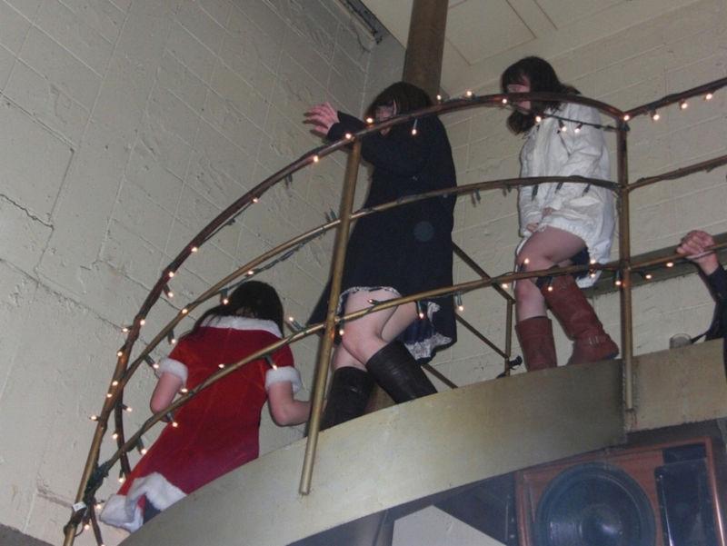 パンツ 下りる 階段パンチラ エロ画像【12】