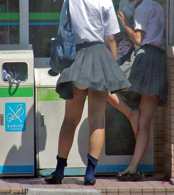 学生 コンビニ パンチラ 寄り道 JK エロ画像【5】