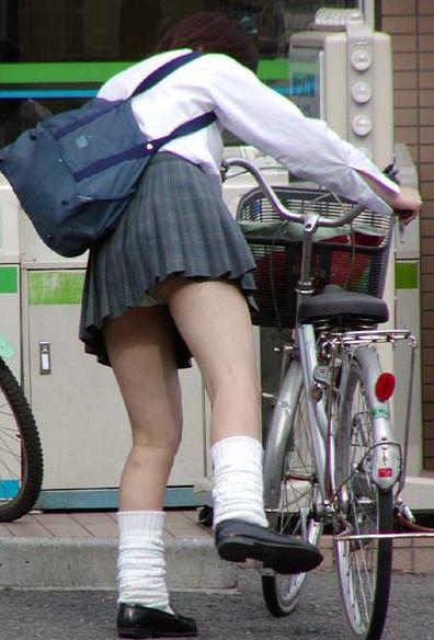 学生 コンビニ パンチラ 寄り道 JK エロ画像【25】