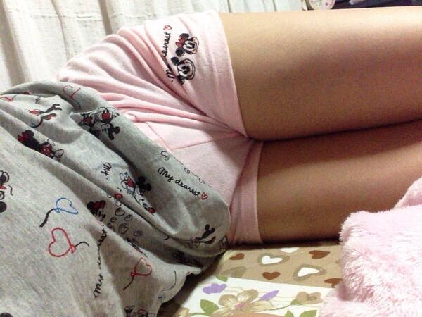 家庭内 部屋着 ホットパンツ ショートパンツ エロ画像【12】