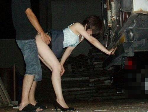 夜中 カップル 野外 セックス 青姦 エロ画像【14】